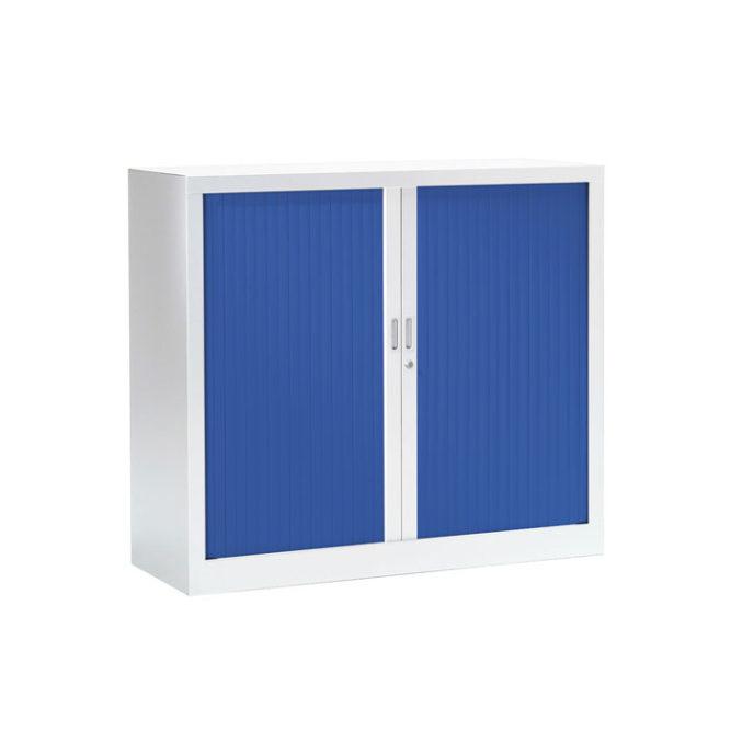 Armoire basse a rideaux bleue