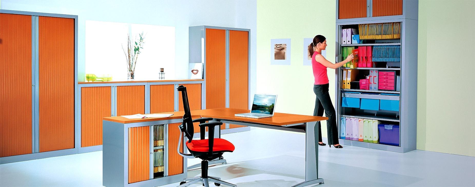 Un agencement d'armoires série PLUS au bureau