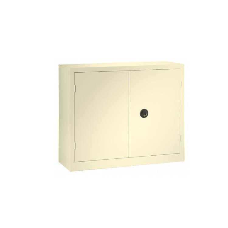 Une armoire à portes battantes beige 100 x 120