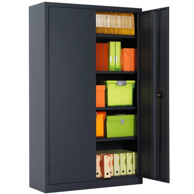Une armoire de bureau à portes battantes ouvertes