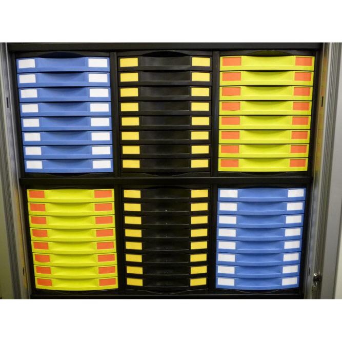 tiroirs de bureau multicolores