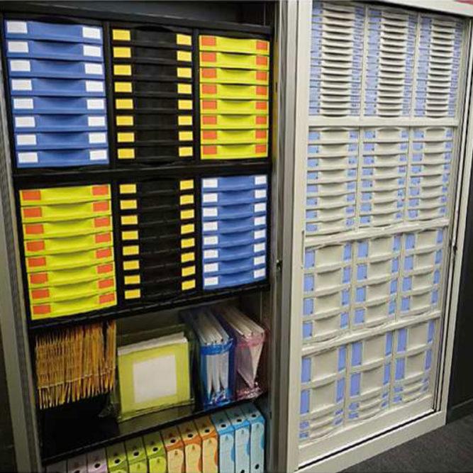 tiroirs de bureau et dossiers