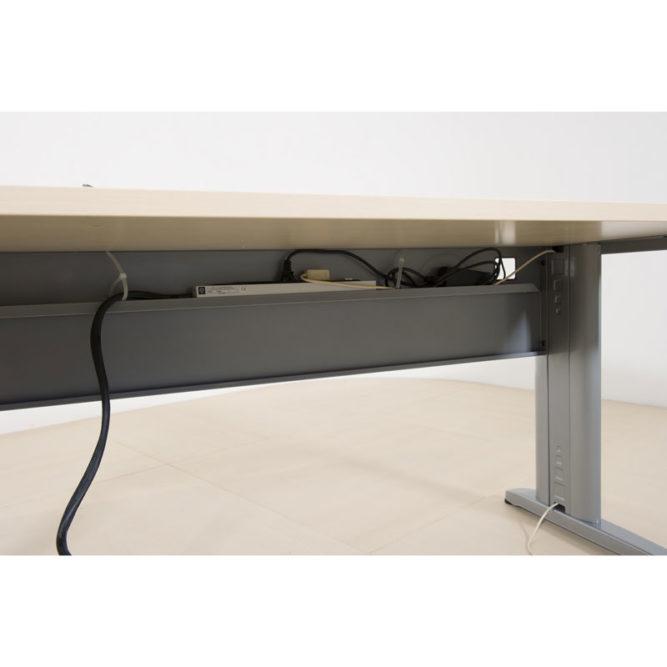 passe cable sous le bureau